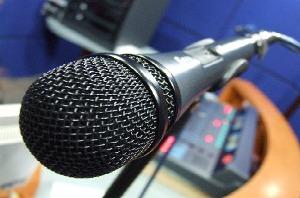 20100820224449-microfono.jpg